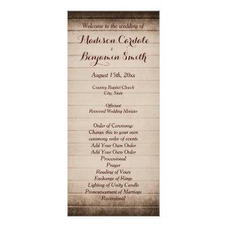 古く素朴な納屋の木製の結婚式プログラムのテンプレート ラックカード