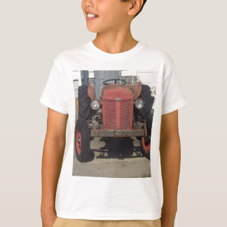 古く赤いトラクター Tシャツ