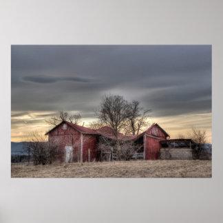 古く赤い納屋の冬の木HDRの写真撮影 ポスター