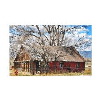 古く赤い納屋 キャンバスプリント