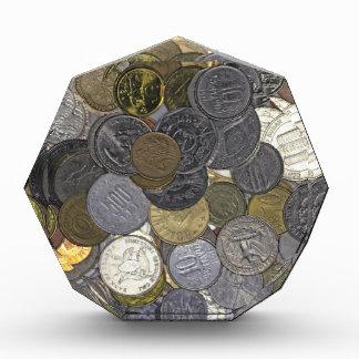 古く、国際的な硬貨のコレクション 表彰盾