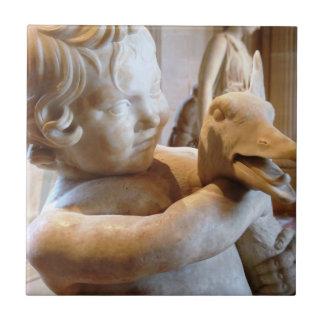 古代ギリシャ人の彫刻の男の子およびガチョウ タイル