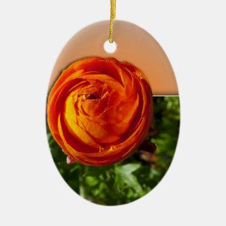 叫び声のヒントを含むフレームから出る赤い花 セラミックオーナメント