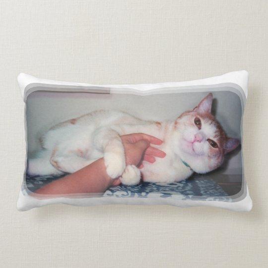 """可愛い猫[""""You can hold me often"""" a cat 'kawaii'] ランバークッション"""