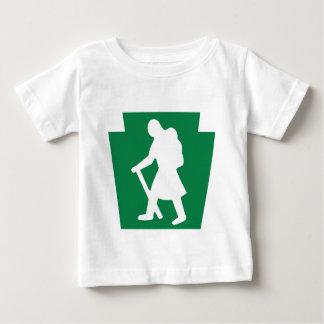 台形ハイカーの(メス) -幼児Tシャツ ベビーTシャツ