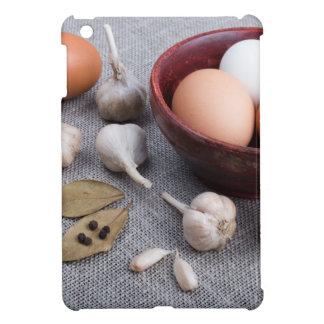台所の未加工卵およびニンニクおよびスパイス iPad MINIケース