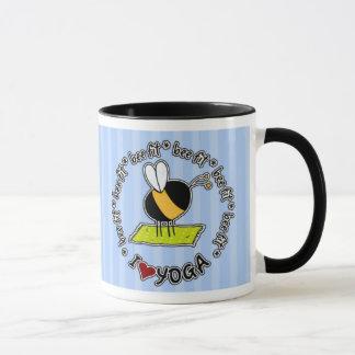 合う蜂-ヨガのマグ マグカップ