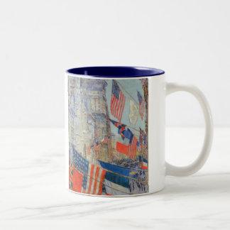 同盟国日、Childe Hassamのヴィンテージの芸術著1917年5月 ツートーンマグカップ