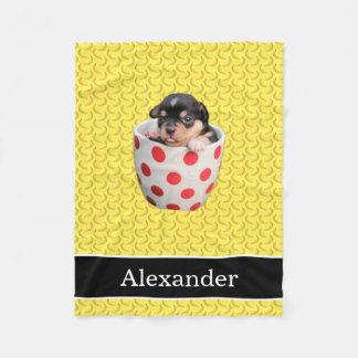名前と黄色そして黒いかわいいティーカップの子犬 フリースブランケット