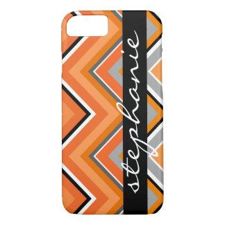 名前のシックなシェブロンパターン黒の灰色のオレンジ iPhone 8/7ケース