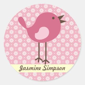 名前のラベルまたはステッカーのピンクの鳥-デイジーのデザイン ラウンドシール