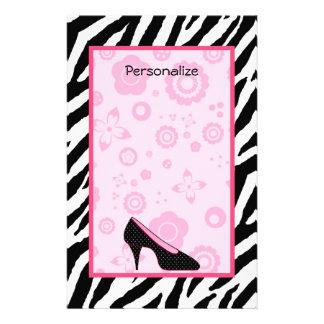 名前の粋なシマウマのガーリーなピンクの靴 便箋