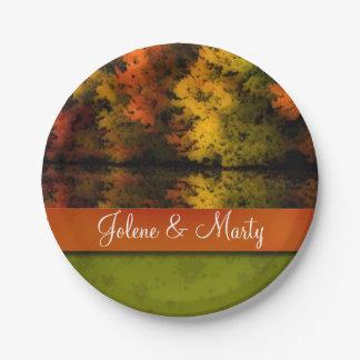 名前をカスタムするの名前入りな素朴な結婚式の秋場面 ペーパープレート