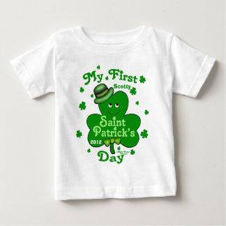 名前をカスタムするの男の赤ちゃんの最初セントパトリックの日 ベビーTシャツ