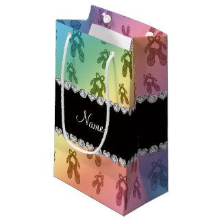 名前をカスタムするの虹のバレエシューズ スモールペーパーバッグ