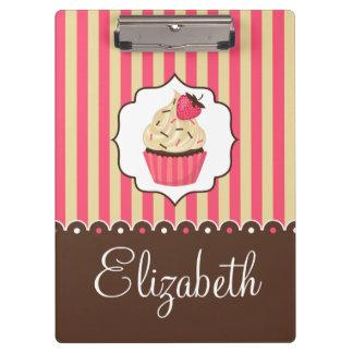 名前をカスタムするを用いるピンク及びブラウンのかわいいカップケーキ クリップボード