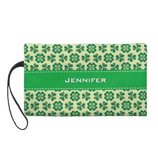 名前をカスタムする を用いるガーリーな緑のクローバーの花柄 リストレット