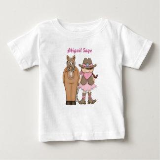 名前入りでかわいい女性のカーボーイおよび馬のベビーのTシャツ ベビーTシャツ