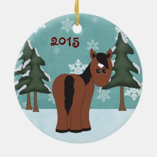 名前入りでかわいい栗毛の馬の冬のオーナメント セラミックオーナメント