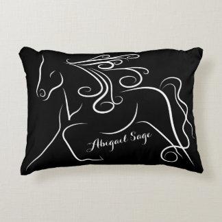 名前入りでかわいらしい白黒のシルエットの馬 アクセントクッション