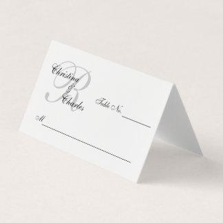 名前入りでエレガントな灰色のモノグラムは結婚式を示します プレイスカード