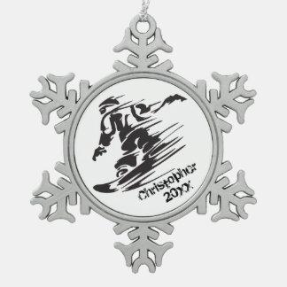 名前入りでクールなスノーボード山のオーナメント スノーフレークピューターオーナメント