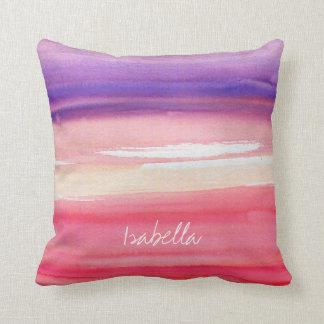 名前入りでモダンなピンクか珊瑚または紫色 クッション