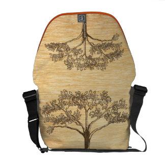 名前入りで古く素朴なヴィンテージの木 メッセンジャーバッグ