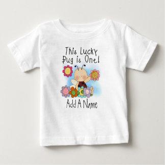 名前入りで幸運な虫の最初誕生日のTシャツ ベビーTシャツ