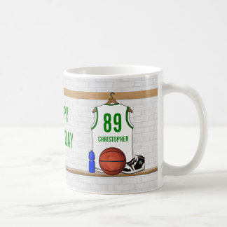名前入りで白いおよび緑のバスケットボールジャージー コーヒーマグカップ