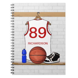 名前入りで白くおよび赤いバスケットボールジャージー ノートブック