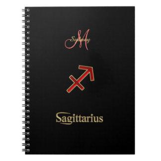 名前入りで赤い(占星術の)十二宮図の印の射手座のノート ノートブック