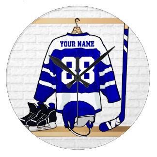 名前入りで青および白いアイスホッケージャージー ラージ壁時計