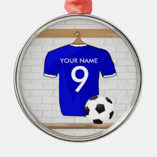 名前入りで青く白いフットボールのサッカージャージー メタルオーナメント