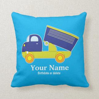 名前入りで青及び緑の建築のダンプトラック クッション