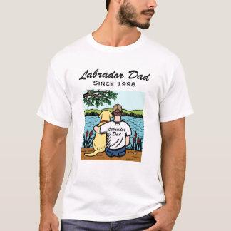 名前入りで黄色いラブラドールおよびパパのTシャツ Tシャツ