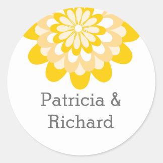 名前入りで黄色い花の結婚式 ラウンドシール