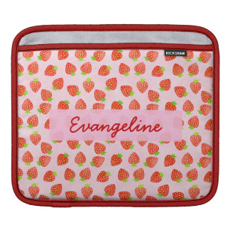 名前入りなかわいらしいいちごのクリームパターン iPadスリーブ