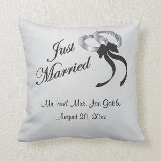 名前入りなたった今結婚しました| クッション