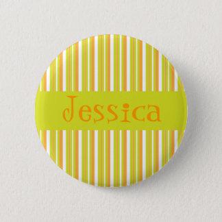 名前入りなイニシャルJの女の子の一流のストライブ柄ボタン 5.7CM 丸型バッジ