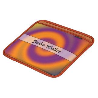 名前入りなオレンジ紫色の渦巻 iPadスリーブ