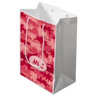 名前入りなカラフルで赤いカムフラージュのモノグラム ミディアムペーパーバッグ