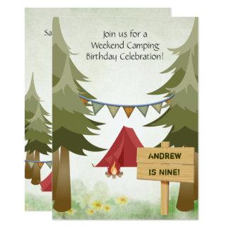 名前入りなキャンプの誕生日のパーティの招待状 カード