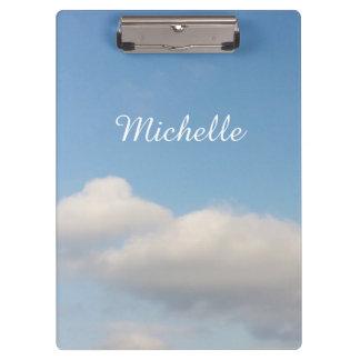 名前入りなクリップボード|の青空および白い雲