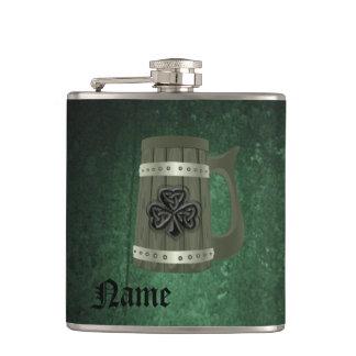 名前入りなグランジなビールのジョッキのアイルランドの幸運なシャムロック フラスク