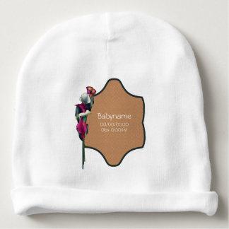名前入りなショッキングピンク及び白いオランダカイウユリの花束 ベビービーニー