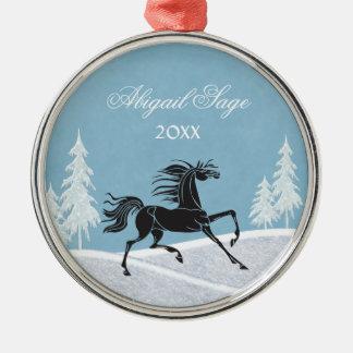 名前入りなシルエットの馬および雪のオーナメント メタルオーナメント