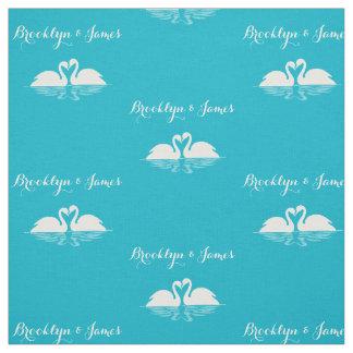 名前入りなスキューバ白鳥が付いている青い結婚式の生地 ファブリック