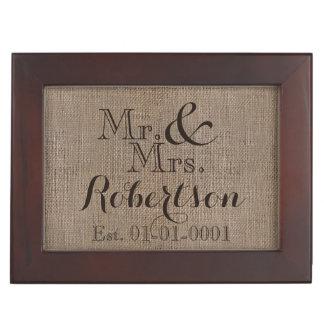 名前入りなバーラップ一見の素朴な結婚式の記念品 ジュエリーボックス