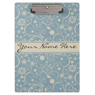 名前入りなパステル調の青および暗灰色の花柄パターン クリップボード